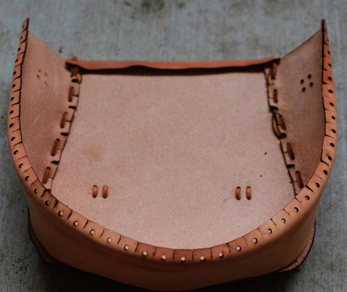 Как сшить сумочку из натуральной кожи. Фото мастер-класс и шаблон (13) (700x589, 249Kb)