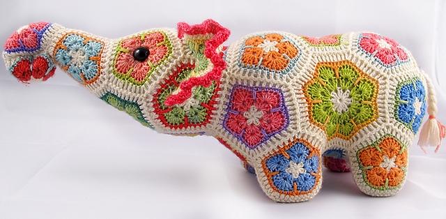 Цветочный фрагмент крючком АФРИКАНСКИЙ ЦВЕТОК для вязания игрушек (69) (640x314, 203Kb)