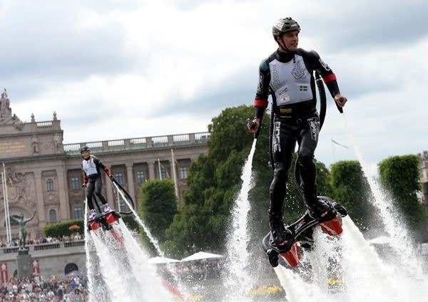 Фотографии реактивных полетов на фестивале Red Bull