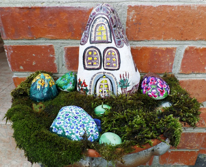 Рисунок дома на камне 2