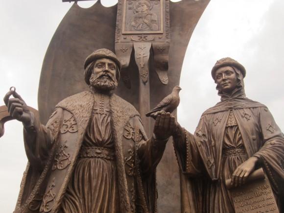 Присоединяемся к закладке памятника Петру и Февронии