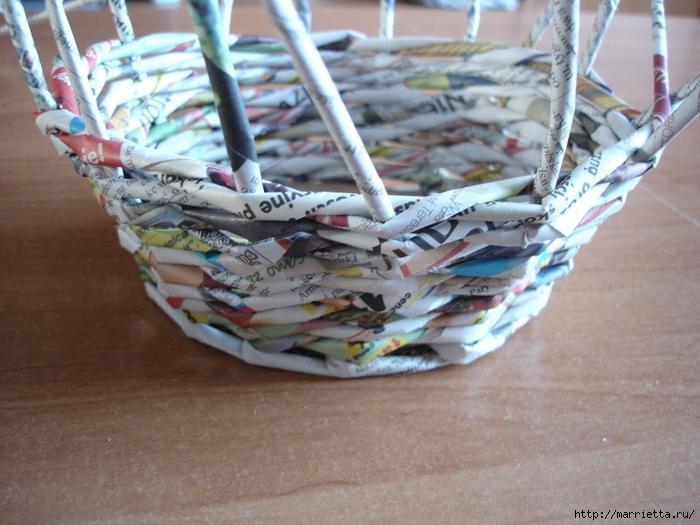 Плетение из газет. Подробный фото мастер-класс по плетению корзинки ЯБЛОЧКА (16) (700x525, 290Kb)