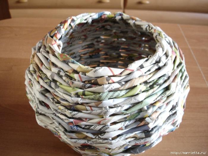 Плетение из газет. Подробный фото мастер-класс по плетению корзинки ЯБЛОЧКА (27) (700x525, 294Kb)
