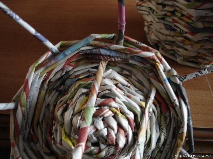 Плетение из газет. Подробный фото мастер-класс по плетению корзинки ЯБЛОЧКА (40) (700x525, 291Kb)