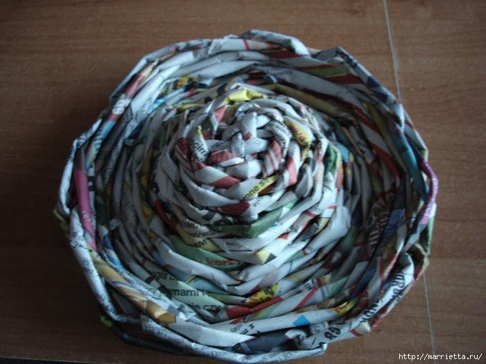 Плетение из газет. Подробный фото мастер-класс по плетению корзинки ЯБЛОЧКА (44) (700x525, 288Kb)