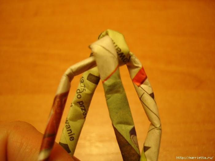 Плетение из газет. Подробный фото мастер-класс по плетению корзинки ЯБЛОЧКА (61) (700x525, 184Kb)