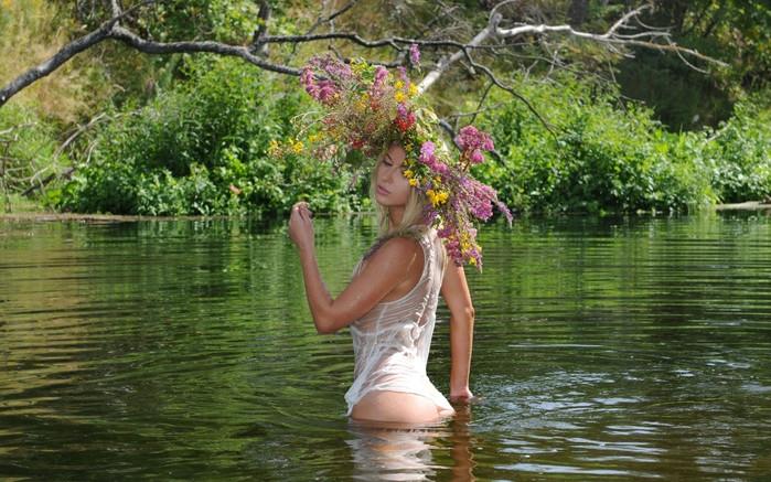 60711576_Girls_Beautyful_Girls_girl_in_the_river_022345_ (699x437, 296Kb)