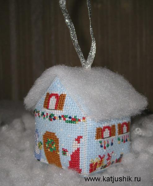 домик вышитый крестиком из пластиковой канвы новогодняя игрушка елочное украшение/4682845_f_190703801 (494x600, 46Kb)