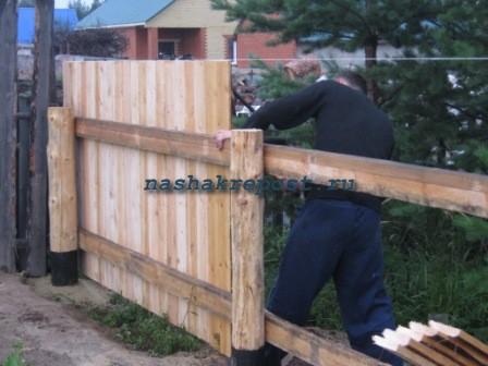 ...и сплошной забор, а если доска квадратная, или прямоугольная с шириной в 3 см, то лучше делать забор не сплошным.