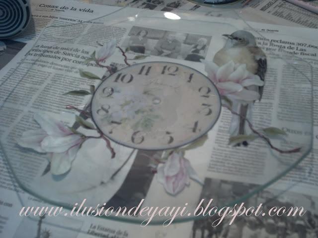 Нежные часы с декупажем из стеклянной тарелки. Мастер-класс (8) (640x480, 167Kb)