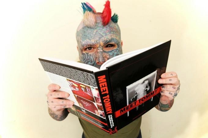 самый татуированный человек в мире 2 (680x452, 108Kb)