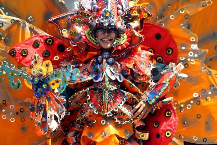 карнавал моды в джамбере Jember Fashion Carnaval (700x466, 324Kb)