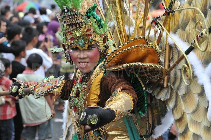 карнавал моды в джамбере Jember Fashion Carnaval 9 (700x465, 286Kb)