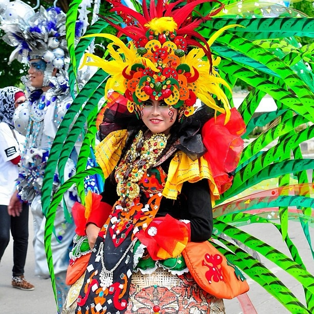 карнавал моды в джамбере Jember Fashion Carnaval 11 (612x612, 409Kb)