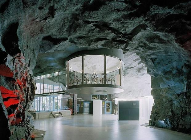 2. «Пещерный» офис компании «Bahnhof» в Швеции. (620x453, 214Kb)