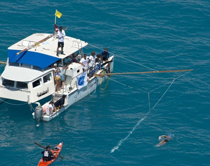 Дайана Найада переплыла флоридский пролив 2 (680x536, 365Kb)