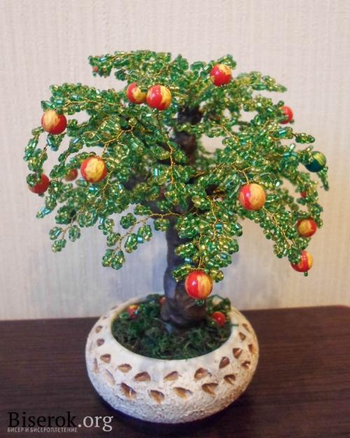 яблоня из бисера. самодельное дерево из бисера.