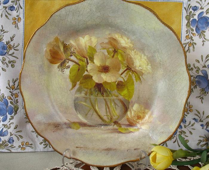 Декупаж на тарелке с цветами
