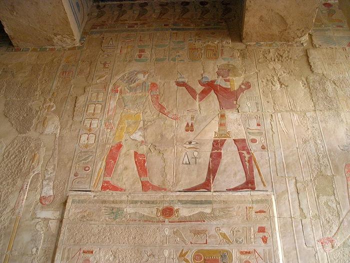 Храм царицы Хотшепсут6 (700x525, 439Kb)
