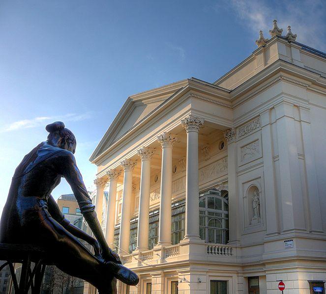 Royal_Opera_House_and_ballerina (663x599, 65Kb)