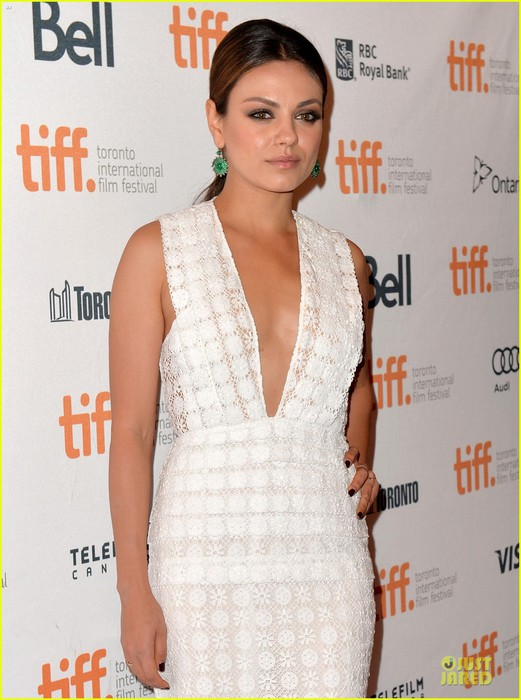 mila-kunis-olivia-wilde-third-person-tiff-premiere-06 (521x700, 92Kb)