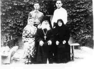 отец Артемий и Павел Рябых (схимонах Паисий) (325x239, 9Kb)