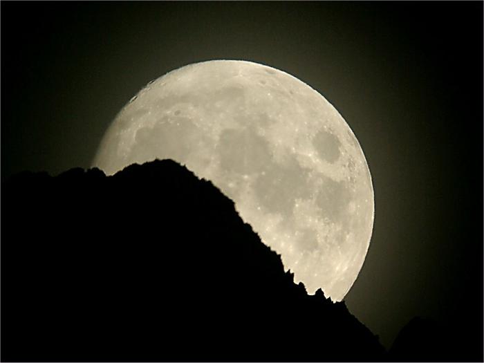 Moon_03-08-10 (700x525, 170Kb)