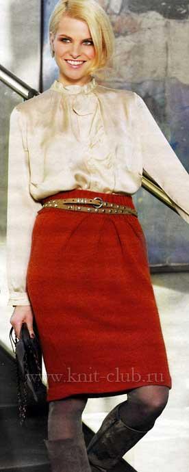 Прямая юбка связана спицами.