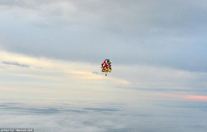 Jonathan Trappe на воздушных шарах фото 1 (700x447, 193Kb)