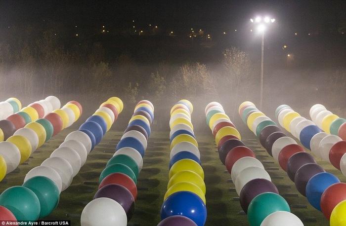 Jonathan Trappe на воздушных шарах фото 8 (700x458, 228Kb)