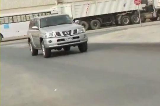 Автолюбитель в Дубая перенес управление на заднее сидение и возит туристов