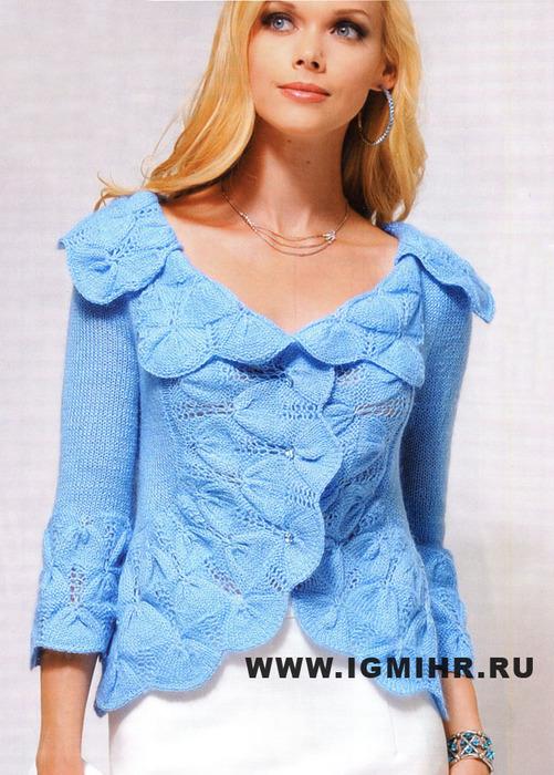 Эффектный светло-голубой жакет с красивым объемным узором тюльпаны