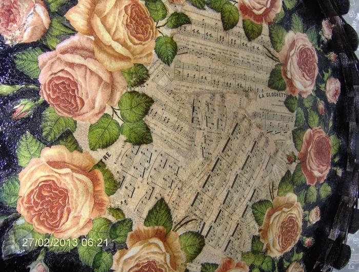 Декупаж на подносе. Розы и ноты (4) (700x530, 361Kb)
