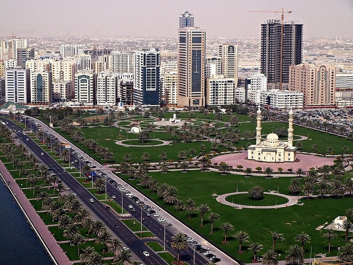 Abu_Dhabi_Corniche_Skyline (700x525, 381Kb)