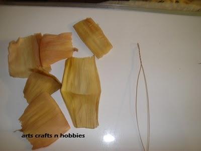букет цветов из листьев кукурузы - талаша, мастер-класс (23) (400x300, 44Kb)