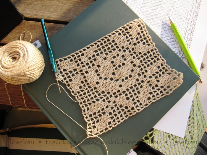 вязание крючком. украшаем подушку розочкой (2) (700x525, 312Kb)