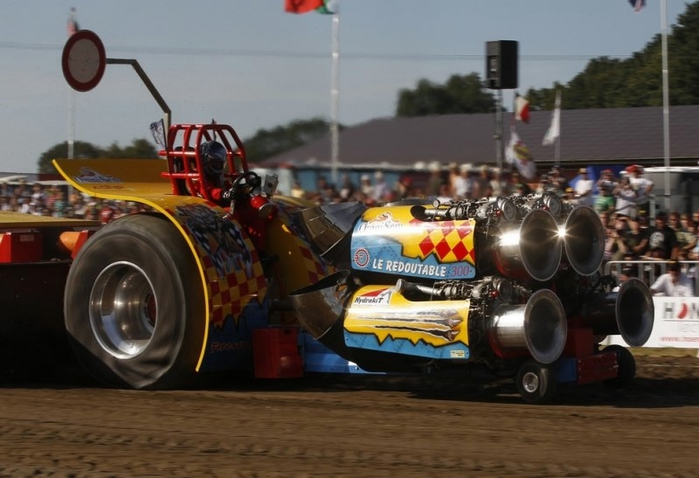 гонки на тракторах фото (700x478, 202Kb)