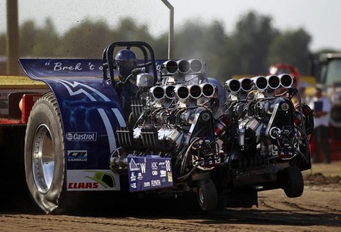 гонки на тракторах фото 2 (700x476, 226Kb)