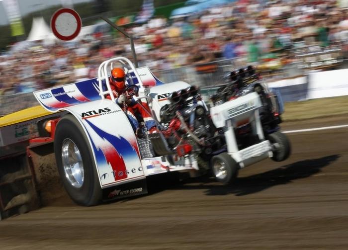 гонки на тракторах фото 3 (700x503, 235Kb)