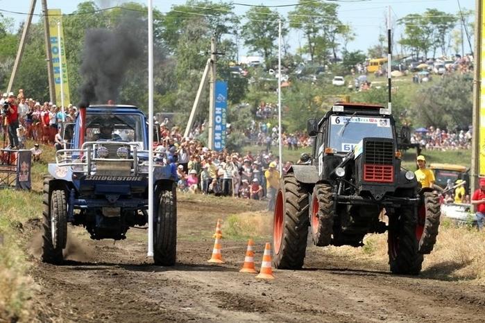 гонки на тракторах россия (700x466, 296Kb)