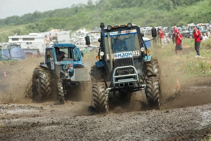 гонки на тракторах россия 1 (700x466, 259Kb)