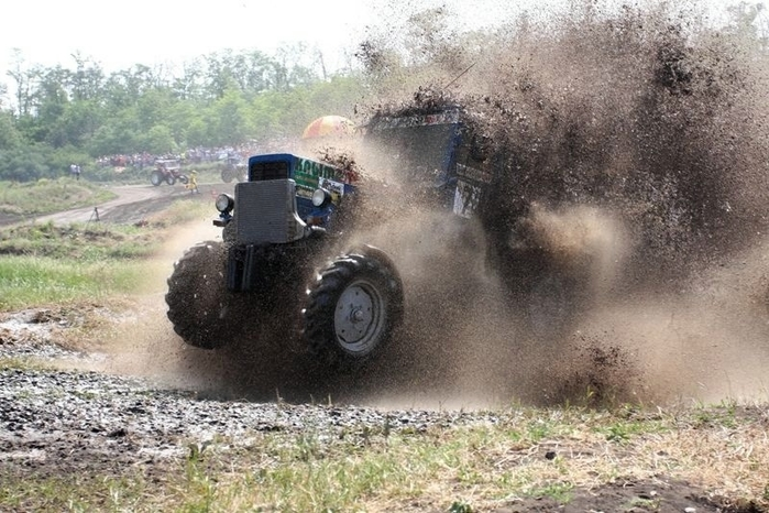 гонки на тракторах россия 5 (700x466, 273Kb)