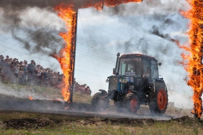гонки на тракторах россия 7 (700x466, 223Kb)
