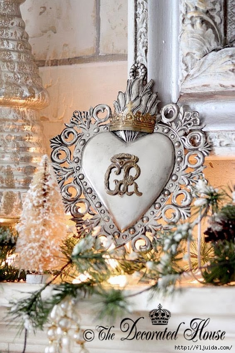 The Decorated House 2013 Christmas Mantel Details Ex Voto (466x700, 309Kb)