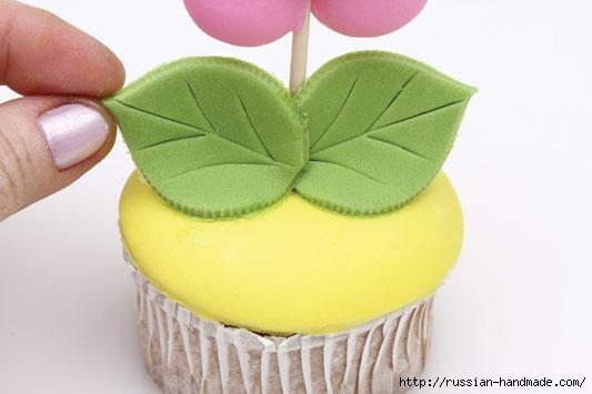 Марципановый торт и цветочные кексы (17) (533x355, 77Kb)
