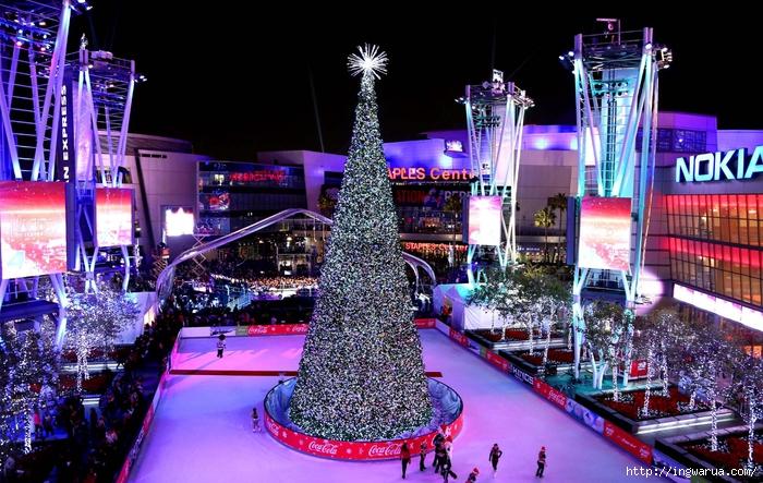 Beautiful-Christmas-trees-around-the-world-_-www.pixanews-20 (700x443, 334Kb)
