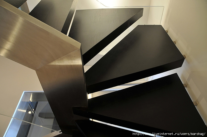 straight_staircase_with_glass_balustrade_5H (700x465, 190Kb)