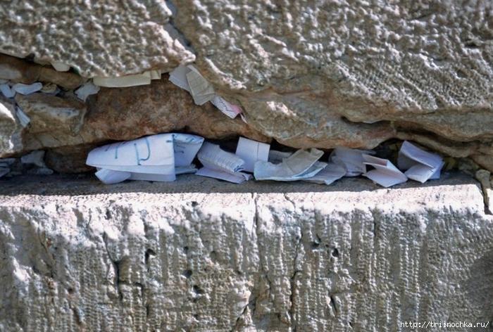 Куда пропадают записки из «Стены плача»?