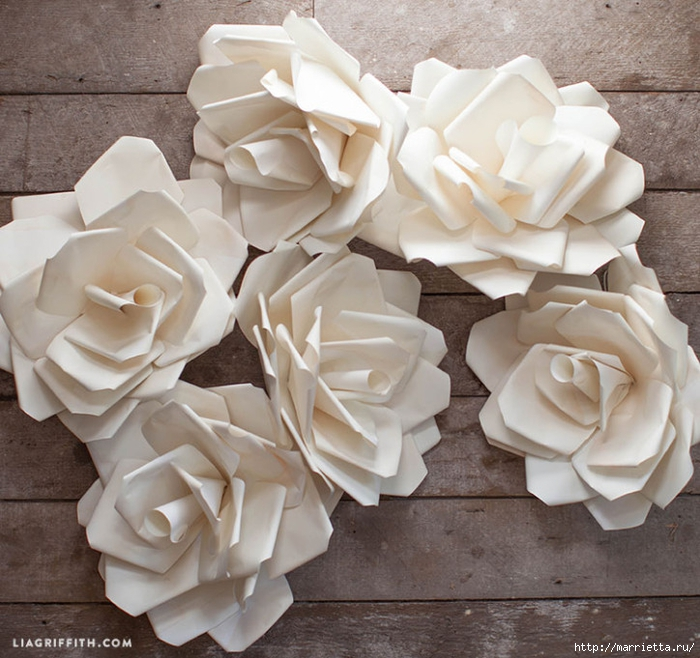 Большие цветы из бумаги для свадебного торжества (3) (700x658, 326Kb)