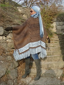 Knitted-poncho-Autumn-Blues-by-Svetlana-Volkodav-back-view1 (225x300, 113Kb)